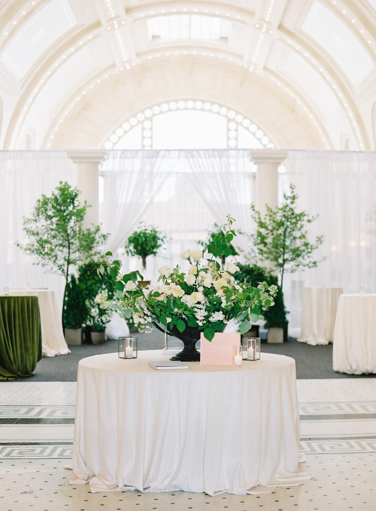 Great Hall At Union Station Seattle Wedding 0013